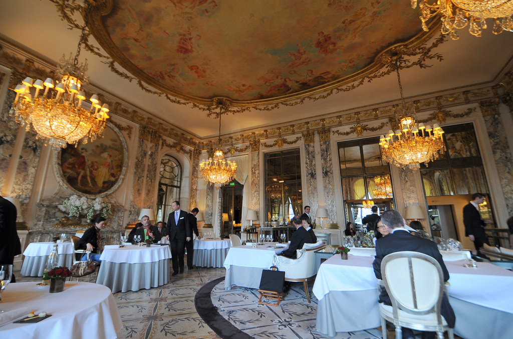 Some of the most famous restaurants in paris for Most beautiful dining rooms in paris